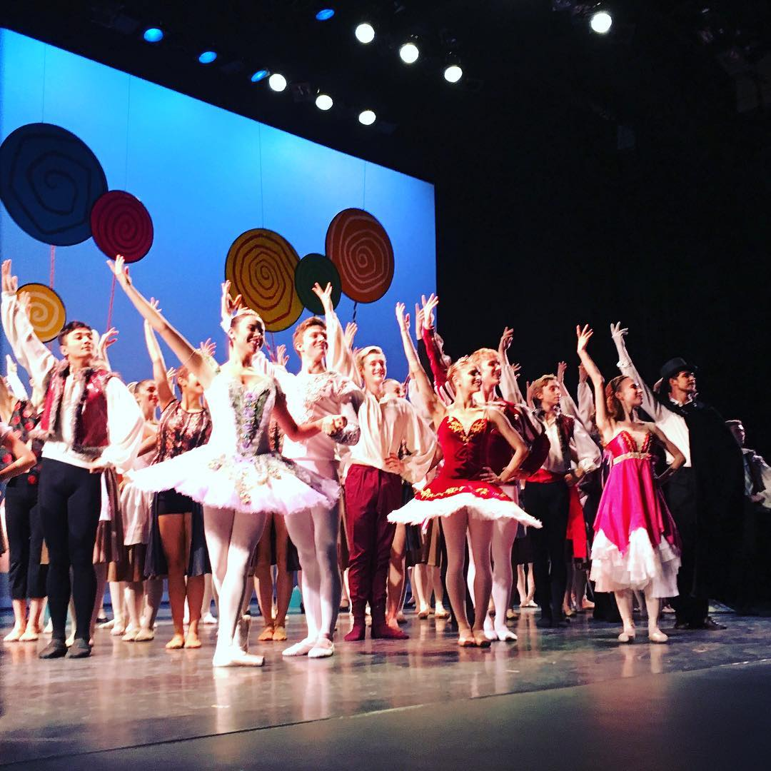 Our talented dancers take their final bow. We hope you all enjoyed the show. Thanks for this amazing photo, @artofsunday